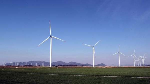 한전이 신재생에너지 발전 사업에도 참여할 수 있는 분위기가 형성되자 민간 발전업계가 반발하고 있다. 사진은 영광 풍력발전단지.