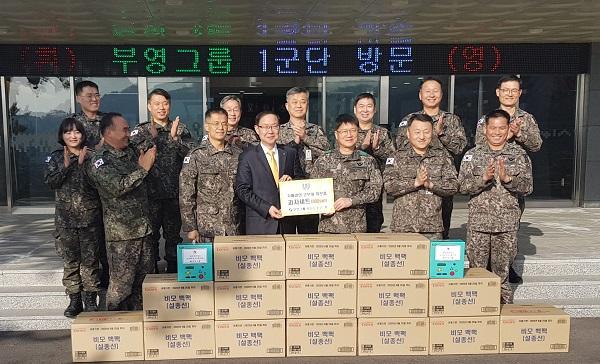 부영그룹이 작년 설 명절, 1군단을 찾아 위문품을 전달하는 모습.부영