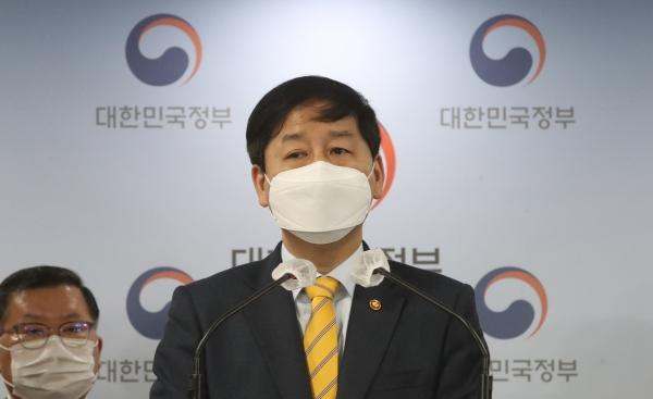 구윤철 국무조정실장이 13일 오전 서울 종로구 정부서울청사 합동브리핑실에서 일본 후쿠시마 원전 오염수 방출 관련 일본 동향 및 우리 정부 대응 계획을 브리핑하고 있다.