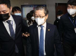"""변창흠 국토부 장관 """"LH 직원들 이익 예상 못했을 것"""" 발언 논란"""