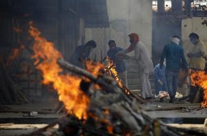 [포토] 코로나19 사망자 사상 최다 기록한 인도의 참혹한 화장터